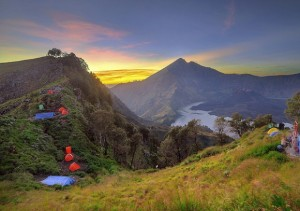 Mount Rinjani Trekking Package to Rim