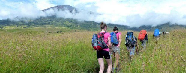 Rinjani trekking tour to Rinjani via Senaru