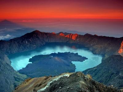 Exploring rinjani crater lake
