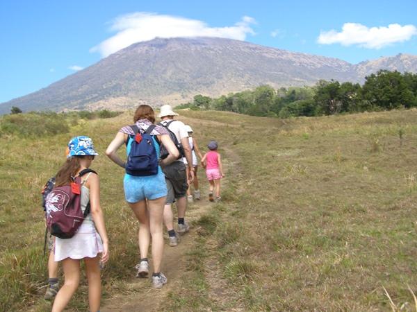 Rinjani trekking package for family with children